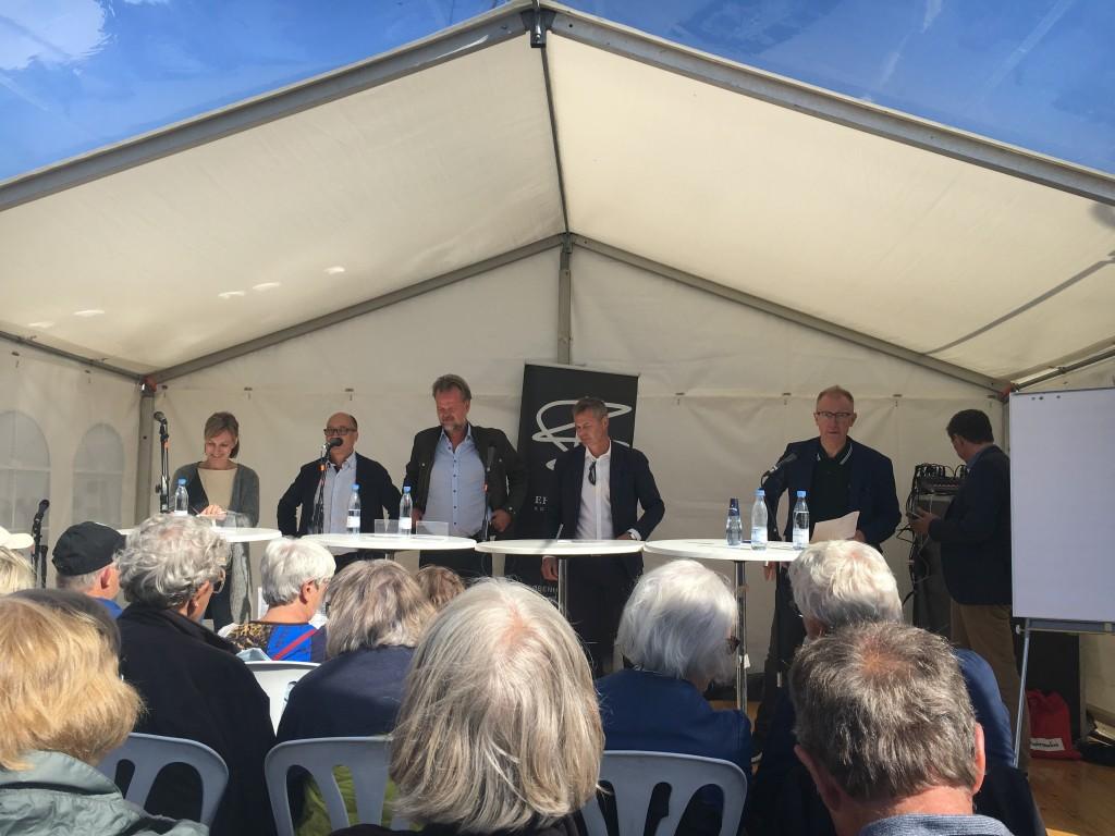 Bornholmslinjens ledelse præseterer deres planer for den bornholmske befolkning ved Folkemødet
